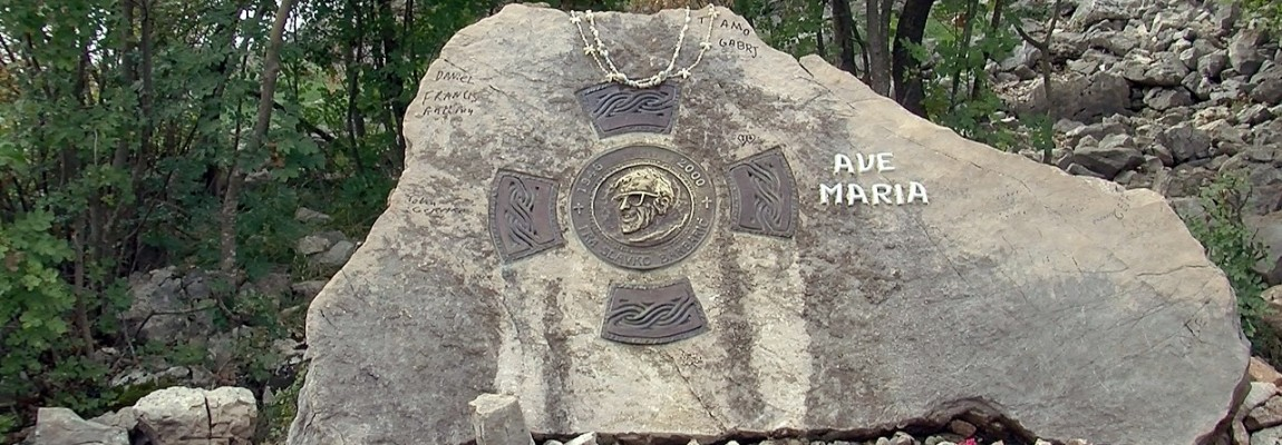 Stèle du Père Slavko- Prier pour les prêtres, notre mort
